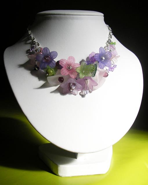 Collier un jardin au printemps dans Colliers collier-fleuri
