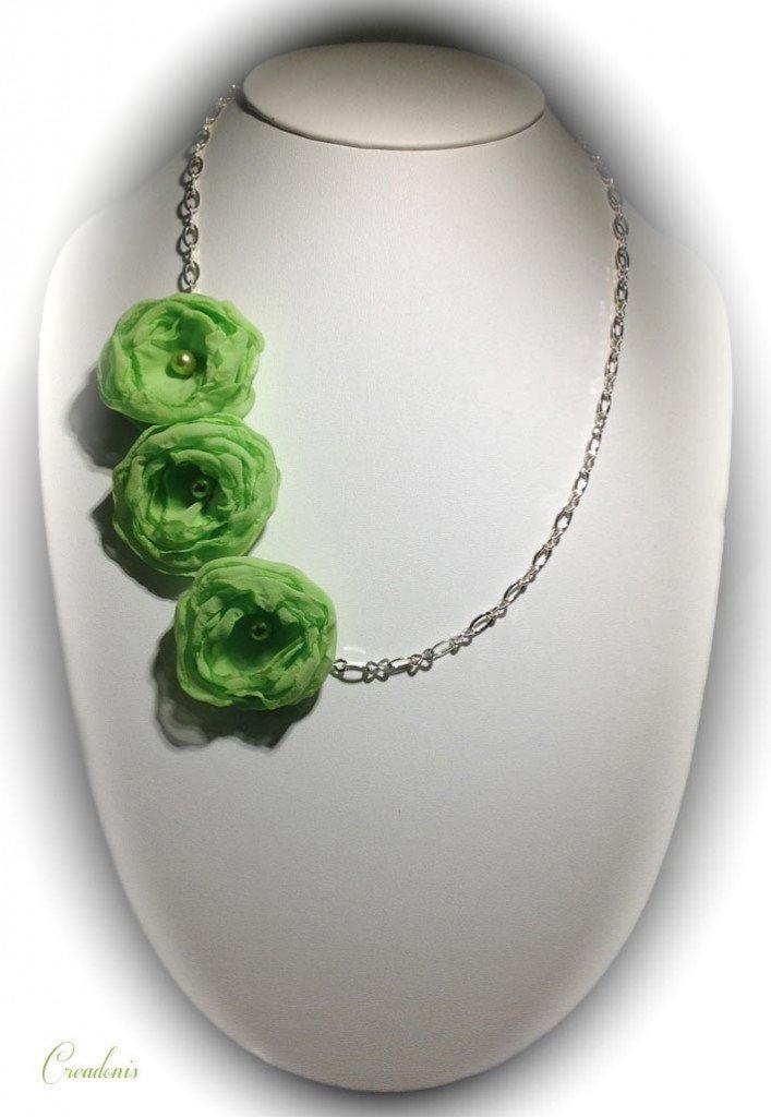 Collier Soryanne dans Colliers long-collier-3-fleurs