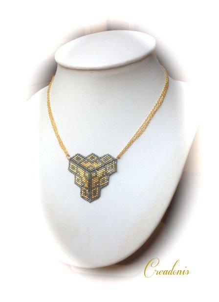 pendentif-triangle-en-tissage-peyote-(losanges)