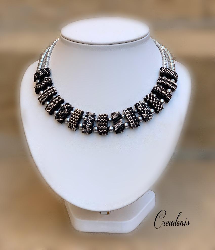 collier carrier beads argent et noir